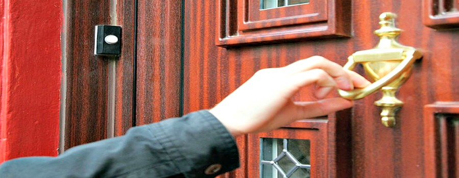 Urgent police warning of bogus charity collectors operating in the Sale West area